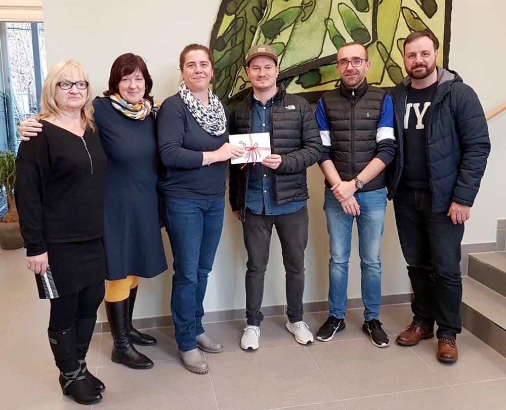 2506-Im Dezember 2019 erhielt das Schwarzatalhospiz außerdem Unterstützung durch eine Glühweinaktion aus Langewiesen: Hier wurde auf dem Langewiesener Weihnachtsmarkt Glühwein zu Gunsten des Hospizes verkauft.